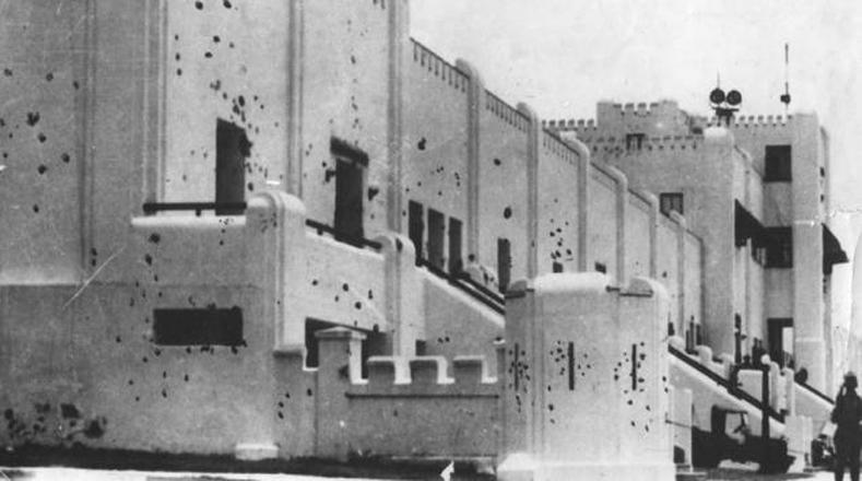 El 26 de julio de 1953, Fidel, junto a Abel Santamaría comandaron a un centenar de hombres para tomar simultáneamente los cuarteles Moncada y Carlos Manuel de Céspedes.