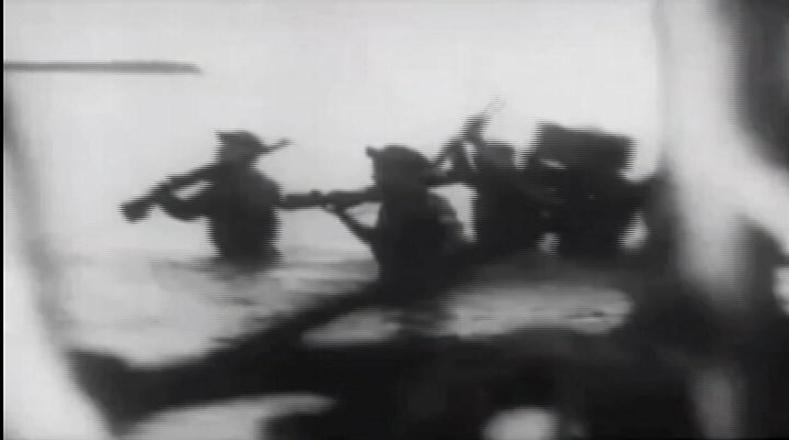 Desembarcan siete días despúes Las Coloradas, en la costa suroccidental de la antigua provincia de Oriente. Son detectados y perseguidos por agentes de la dictadura batistiana.