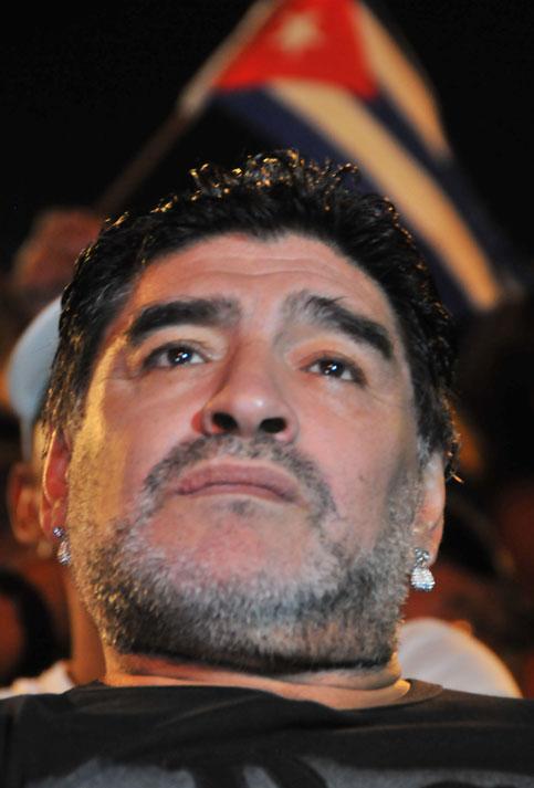 Maradona felicitó a Silvio tras la presentación.