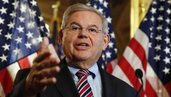 senador robert menendez contra restablecimiento de relaciones cuba usa