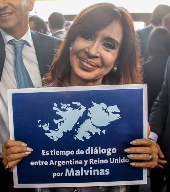 La presidenta argentina, Cristina Fernández, destacó la necesidad de resolver el conflicto mediante el diálogo.