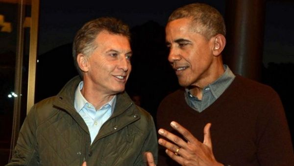 Argentine President Mauricio Macri and U.S. President Barack Obama chat at a bilateral meeting in Argentina, March 2016.