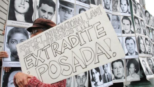Protesters demand extradition of Luis Posada Carriles.