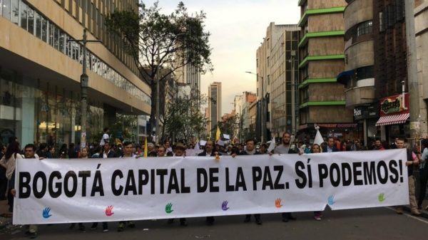 Manifestación en Bogotá, capital de Colombia, en reclamo de la implementación del Acuerdo de Paz.