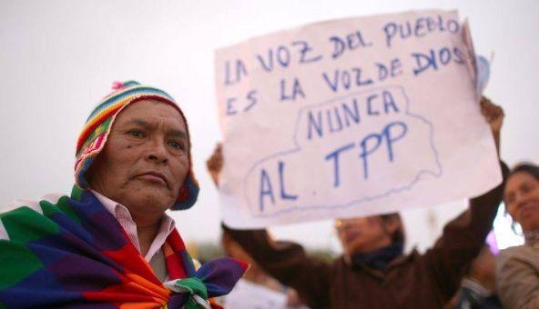 Los manifestantes afirmaron que el TPP perjudicaría al sector salud y dificultaría el acceso a los medicamentos.