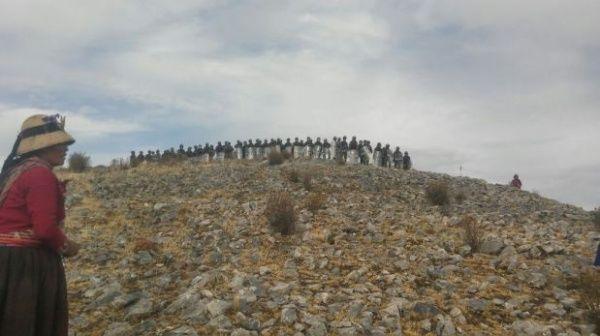 """La policía """"arremetió"""" contra los agricultores en Las Bambas."""
