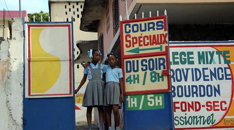 Existe un gran número de escuelas que aún están siendo utilizadas como albergues,  lo que reduce el número de centros de votación.