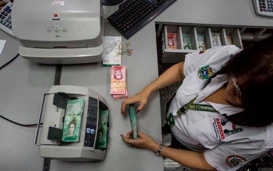 Las casas de cambio acompañan la circulación de los nuevos billetes del cono monetario.