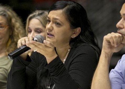 Clarisa López Ramos, hija de Oscar López Rivera, durante una conferencia de prensa este jueves en San Juan, Puerto Rico.