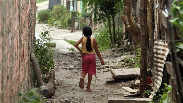 Que una joven recibio ayuda del ACNUR en Venezuela el 18 de junio de 2011.