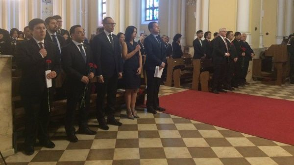 Misa en Catedral Católica de Moscú a la memoria de Chávez.