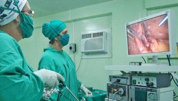 Cuban surgeons performing an operation at Havana