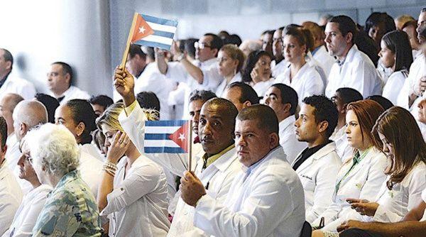 Las comunidades peruanas agradecen la presencia de médicos cubanos en el país y su atención humanitaria.