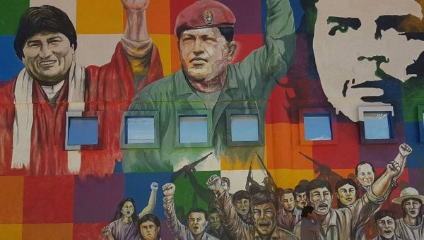 A mural in Cochabamba, Bolivia expressing solidarity with Venezuela