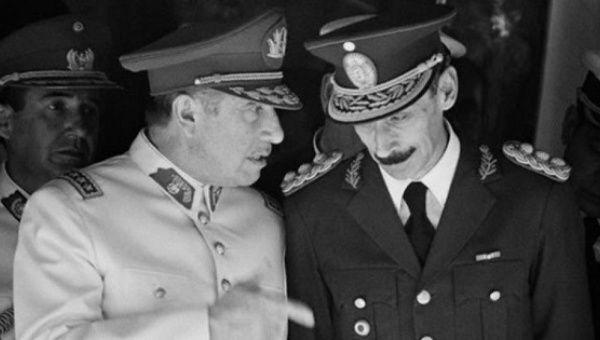 Chilean dictator Agusto Pinochet (L) and Argentine dictator Rafael Videla (R)