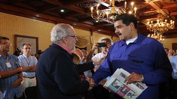 """""""Chávez nos enseñó el papel de un liderazgo democrático y consultivo"""", recordó Maduro."""