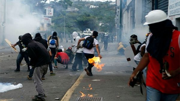 Bernal instó a la Fiscal General de la República, Luisa Ortega Díaz a tomas las medidas para detener a los responsables de los hechos de violencia.