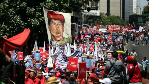 A la par del apoyo internacional, los venezolanos siguen en las calles a favor de la paz y en rechazo a la violencia.