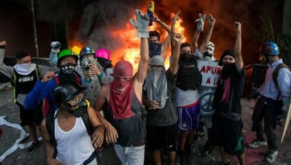 A group of opposition protesters set fire to a Supreme Court building in Caracas, June 12, 2017.