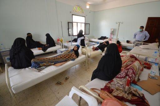 La epidemia se ha expandido a cada provincia de las 23 que forman el país y ha causado 1.300 decesos, según los organismos internacionales.