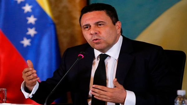 "Venezuela ""no está en guerra, ningún psicópata va a ponernos en guerra"", aseveró el diplomático."