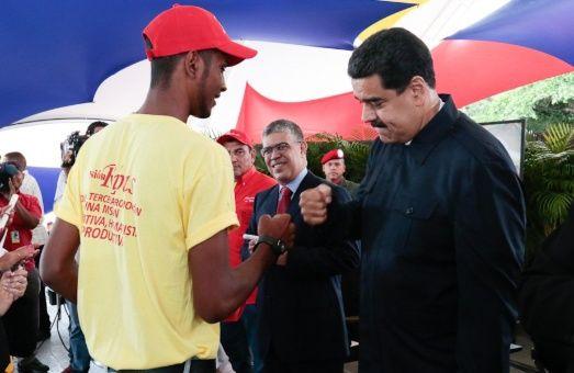 El jefe de Estado indicó que el desarrollo de los ámbitos más importantes para el pueblo venezolano como el saber y el estudio, la salud y la vivienda serán debatidos en la instancia del Poder Originario.