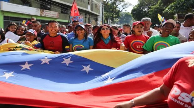 Con una caminata que partió desde el sector Boquerón, en la parroquia Sucre de Caracas, el pueblo revolucionario se movilizó a los talleres del Metro en Propatria en apoyo a la Asamblea Nacional Constituyen.
