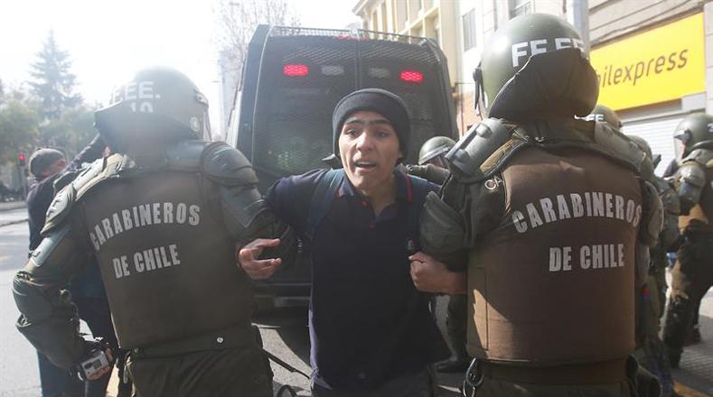 La represión a los estudiantes fue la respuesta que obtuvieron los manifestantes por parte del Gobierno en relación a sus demandas.