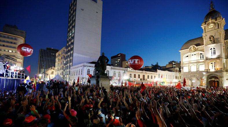 """""""Mi crimen fue lograr que los ciudadanos comiesen tres veces al día, desarrollar la cultura, aumentar la autoestima de cada persona, poder respetar al pueblo de la sexodiversidad"""", expresó Lula."""