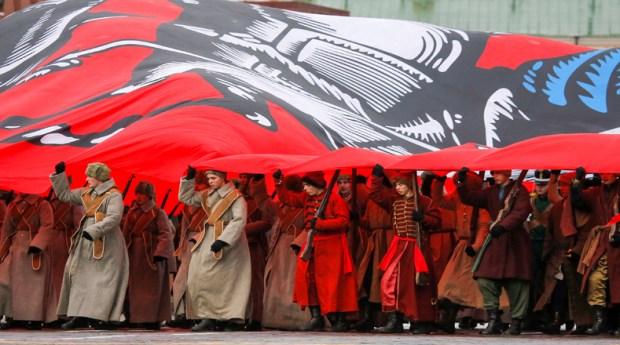 El Gobierno ruso decretó que la celebración del centenario se haga bajo el lema de la unidad nacional y la reconciliación entre los que fueron enemigos en la guerra, los rojos y los blancos.