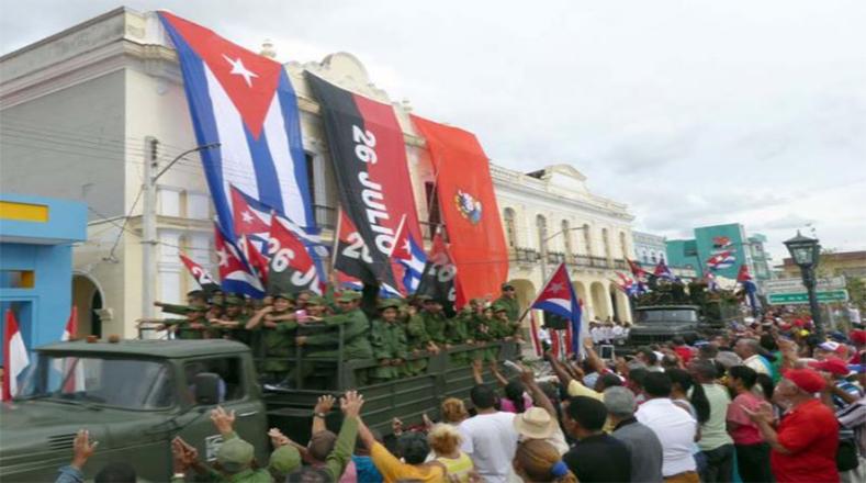 A lo largo de todo el trayecto el pueblo de Cuba recibió con júbilo a los victoriosos combatientes de la Sierra Maestra.