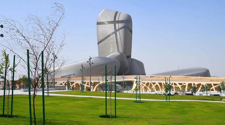 El Centro para la Cultura Mundial Rey Abdulaziz, ubicado en Arabia Saudita alberga diversos espacios culturales, un museo, una sala de exposiciones, un auditorio, una sala de proyecciones, una biblioteca y un centro de conservación de archivos históricos; además de zonas de ocio como cafés y tiendas de regalos. Fue promovido por la compañía petrolera Saudi Aramco, con el objetivo de suscitar el desarrollo cultural en el Reino.