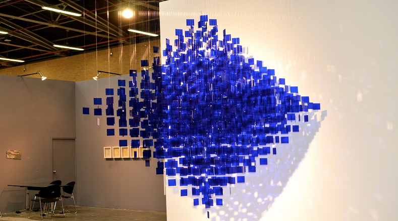 """""""Extensión azul y blanca"""", hecha en 1984, fue traída desde Nueva York, es una de las artes que le brinda popularidad a Soto. Para algunos es el resultado de la materialización de un producto internalizado con perfección."""