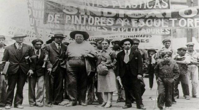 Frida se erigió, entre otras cosas, por ser una voz que no callaba ante las injusticias. En el aspecto social, manifestó activamente contra la injusticia social y a favor de los derechos de los trabajadores.