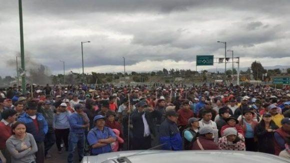 Varias organizaciones sociales se comprometieron a seguir en las calles hasta que el presidente Lenín Moreno retroceda en su decisión. Ecuador: indígenas toman Quito y ponen en jaque al gobierno de Moreno-VerdadDigital.com-
