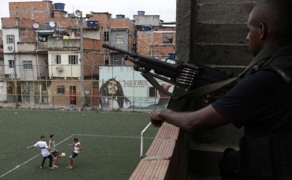 https://i1.wp.com/www.telesurtv.net/export/sites/telesur/img/2017/04/06/brazil_military_police1.jpg_917510272.jpg