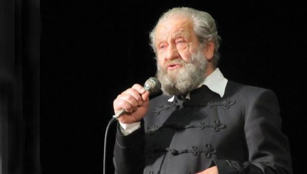 Dráfi Mátyás zenés előadása az előadóművészetről