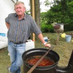A Felvidéki Szabad Íjászok Baráti Társaságának június 11-i runyai összejövetelén Sofranko János főzte a gulyást