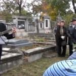 Megemlékezés a Fábry Zoltán sírkőnél