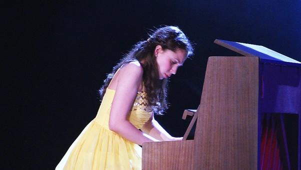 Gyöpös Krisztina zongora