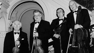 A Bartók Vonósnégyest 1957-ben Komlós Péter (1. hegedű), Devich Sándor (2. hegedű), Németh Géza (mélyhegedű) és Mező László (gordonka) alapította.