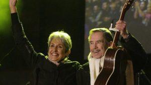 Joan Baez és Václav Havel 1989-ebn