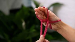 Csősál kötése kézzel