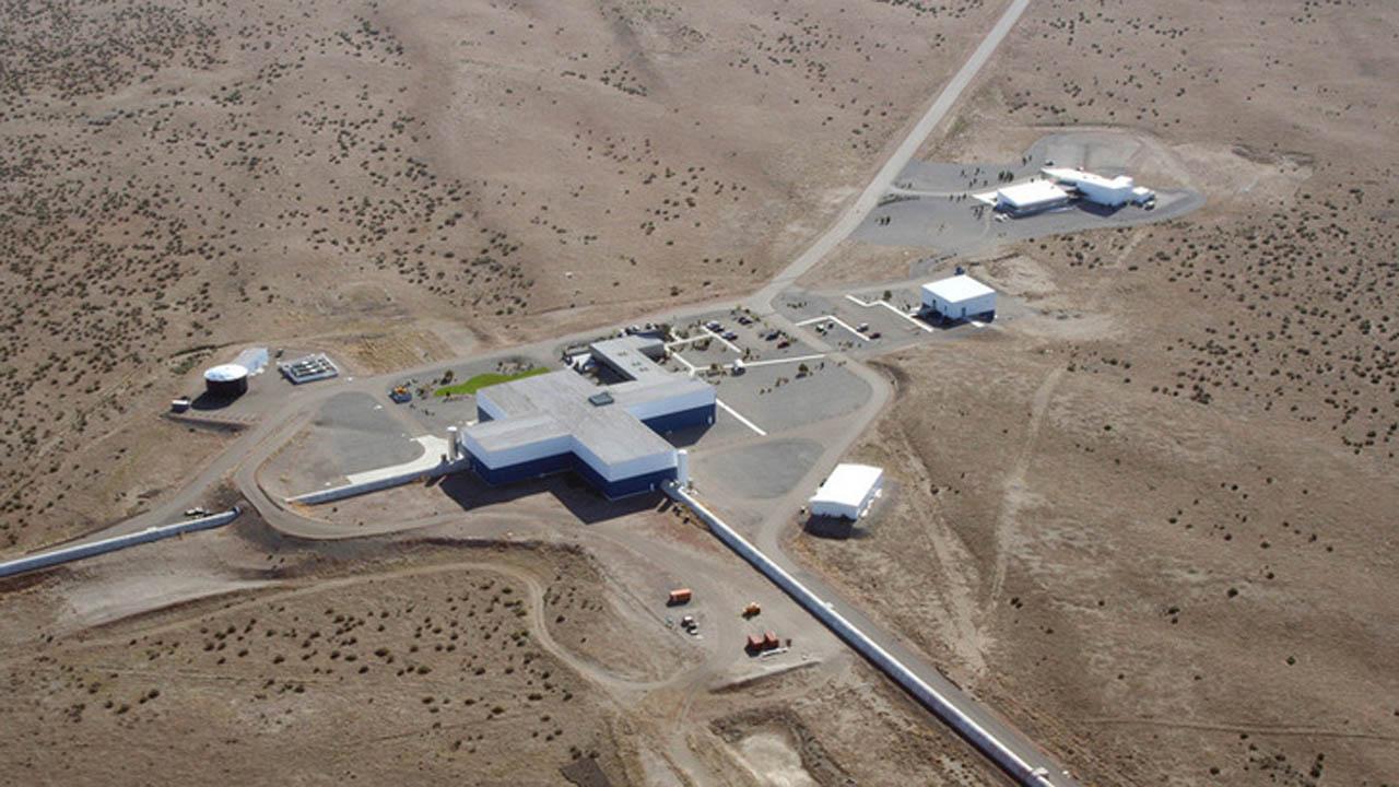 A LIGO (Laser Interferometer Gravitational-wave Observatory) egy lézer interferométerrel gravitációs hullámok megfigyelését végző csillagászati obszervatórium