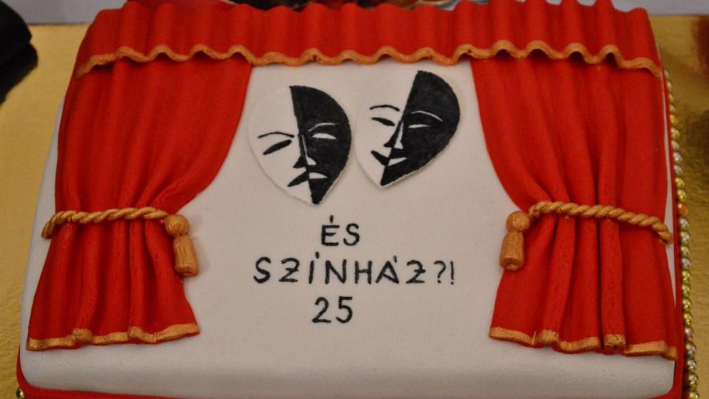 Az ÉS!? Színház egyik születésnapi tortája