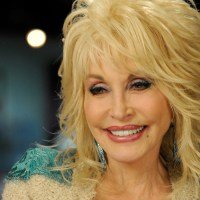 """A """"Countryzene Királynője"""": Dolly Parton 75"""