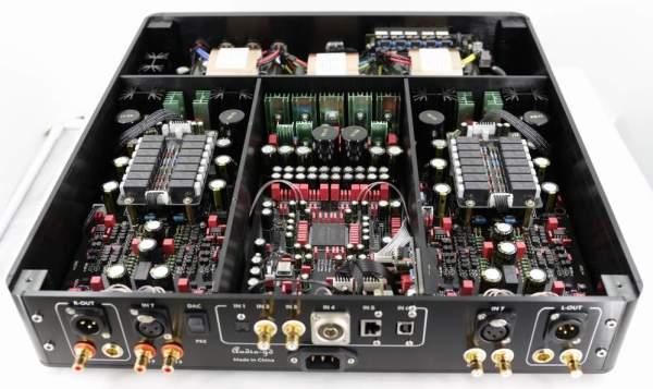 Audio-GD Master 11 (intérieur + arrière)