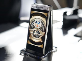 Samsung unveils the W2018 flip smartphone