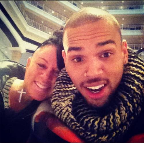 mãe de chris brown