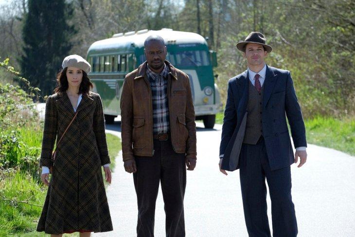 "TIMELESS -- ""Pilot"" -- Pictured: (l-r) Abigail Spencer as Lucy Preston, Malcolm Barrett as Rufus Carlin, Matt Lanter as Wyatt Logan -- (Photo by: Joe Lederer/NBC)"